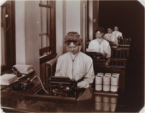 High School Students learning stenography in 1906