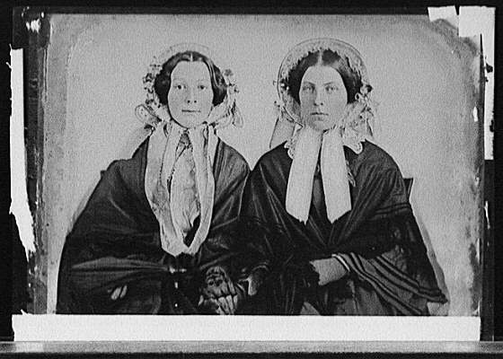 http://www.astorplacevintage.com/wp-content/uploads/2012/12/Two-young-women-wearing-bonnets.jpg