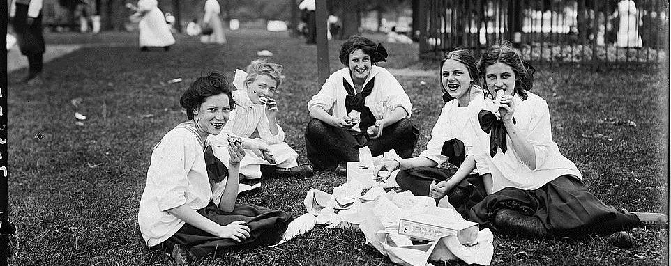 girls-bronx-park-1911-slider