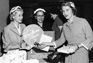 historical novelauthor signing 300x203 Vintage Clothing Stores in Los Angeles with Mom
