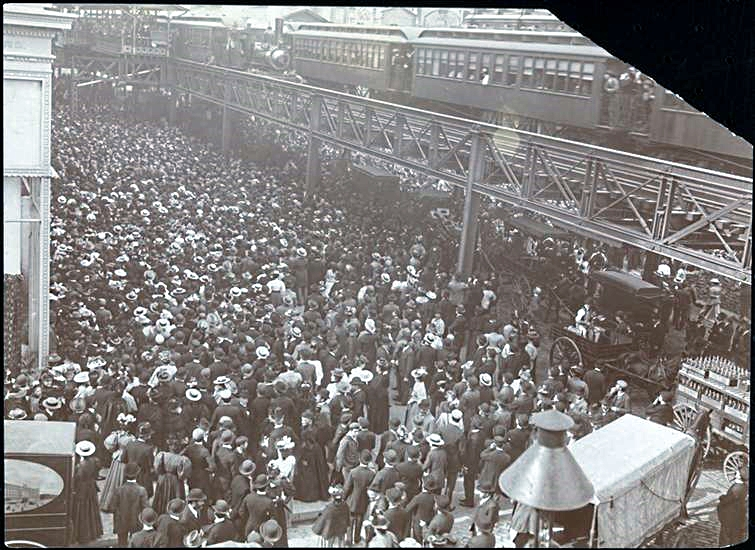 In front of Siegel-Cooper department store on opening day 1896