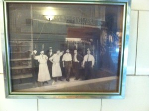 The photograph of the waiters that Amanda sees on the wall of De Robertis.