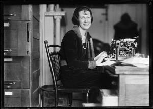 Woman at typewriter ca 1922